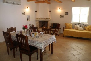 accommodation aurora villa dinning room